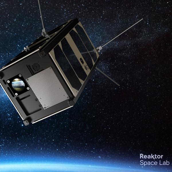 Oplatek mirrors orbiting the Earth